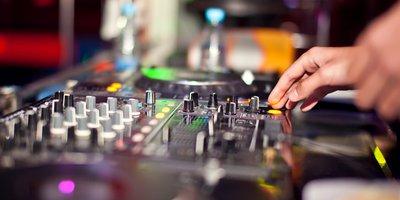 DJ Pult in einer Disco